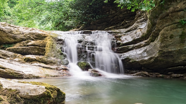 Красивый водопад в лесу сочи, глубокая балка 2019