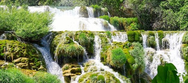 Красивые водопады в национальном парке крка в хорватии