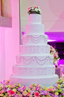 美しいウェディングケーキ、パーティー、結婚