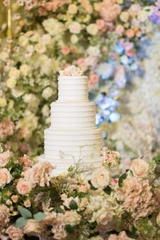 Beautiful wedding cake with blur wall