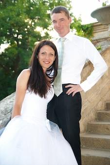 美しい結婚式のカップルの新郎新婦
