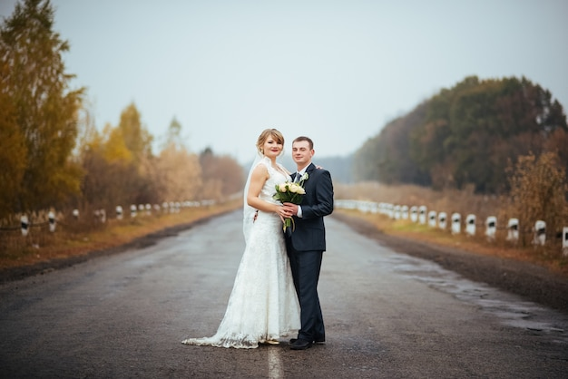 Beautiful  wedding photosession on the road