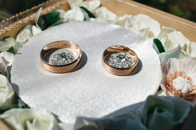 Beautiful wedding rings for newlyweds