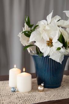 Красивая белая композиция пуансеттия