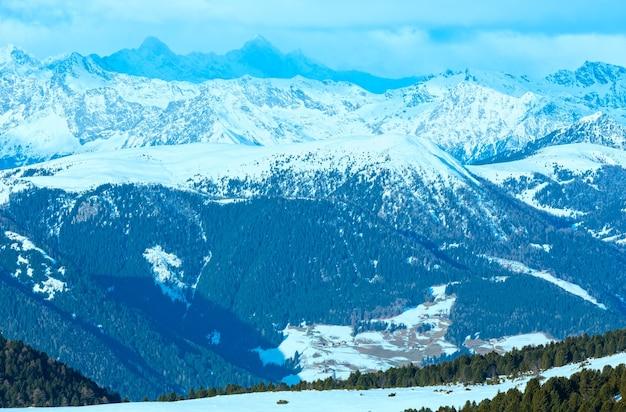 Красивый зимний горный пейзаж (риттнер или риттен хорн, италия)