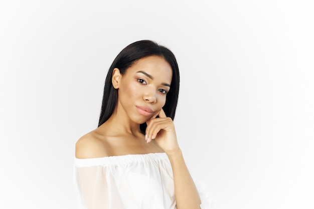美しい女性アフリカの外観ファッショナブルなヘアスタイルスタジオ