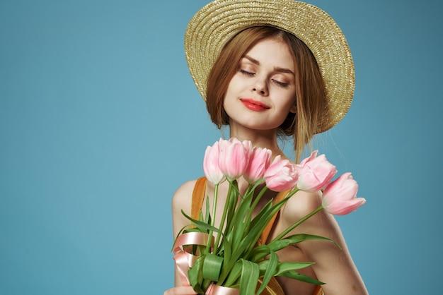 花のギフト春の休日の美しい女性の魅力の花束
