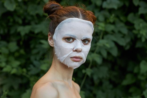 아름 다운 여자 화장품 마스크 스킨 케어 자른보기 복사 공간