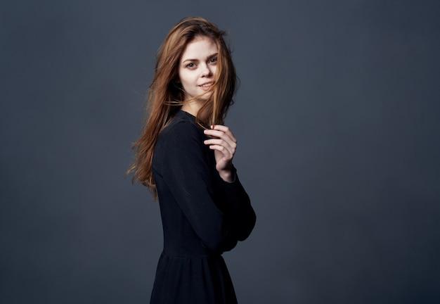 Красивая женщина элегантная прическа роскошь