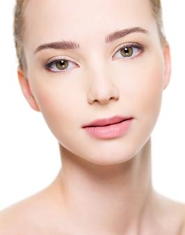 きれいな肌の美しい女性の顔