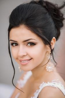 ウェディングドレス、髪型、花嫁、肖像画で美しい女性