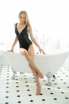 화장실에서 아름 다운 여자