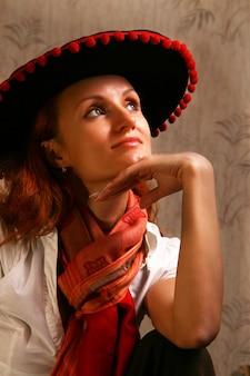 ソンブレロ帽子の美しい女性