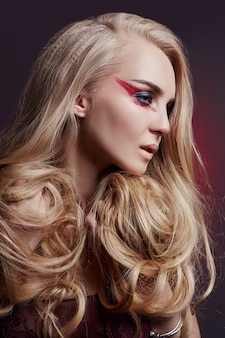 Beautiful woman long hair coloring in ultra blond, natural makeup. stylish hairstyle curls done in a beauty salon. fashion blonde girl