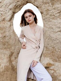 石岩モデル旅行の近くの美しい女性