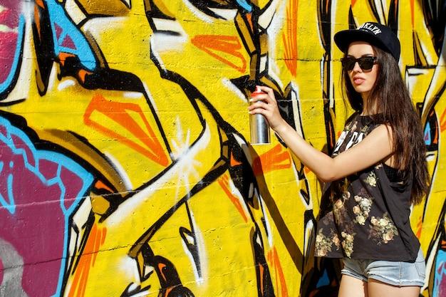 거리에서 아름 다운 여자