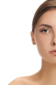 Лицо красивой женщины с идеальной кожей