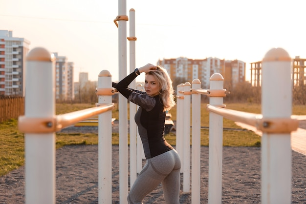 Beautiful woman in tight-fitting gray sportswear posing to the camera. healthy lifestyle concept.