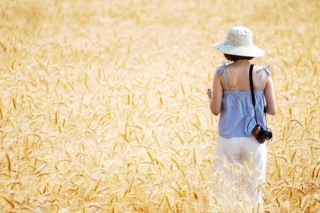 Beautiful woman who enjoy camera shooting in barley fields