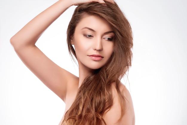 素晴らしい髪の美しい女性