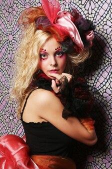 Красивая женщина с артистическим макияжем. стиль принцессы.