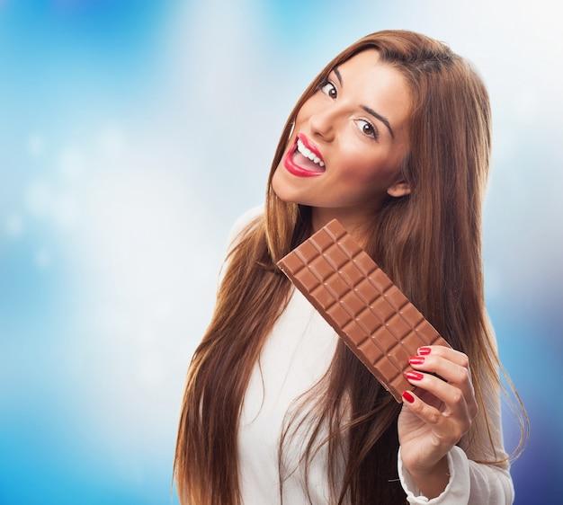 チョコレートのバーで美人
