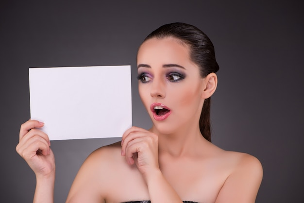 Beautiful woman with blank message paper