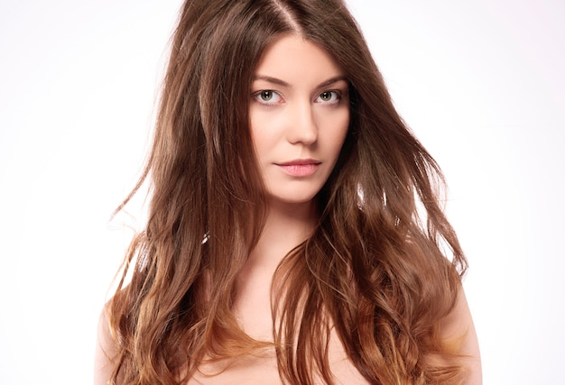 健康な髪の美しい女性