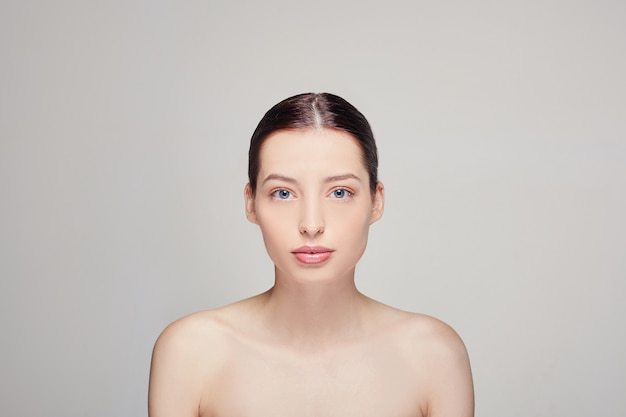 自然化粧品で美しい女性