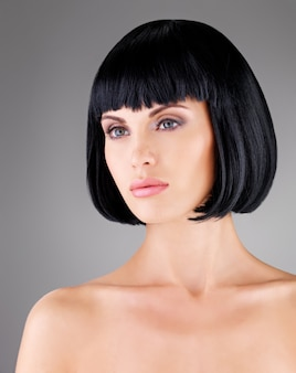 샷된 헤어 스타일, 여성 모델의 근접 촬영 초상화와 아름 다운 여자