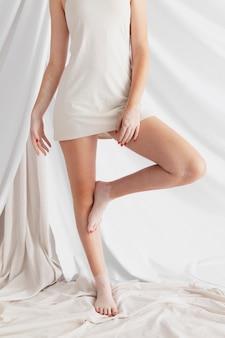 Vitiligo 포즈와 아름 다운 여자