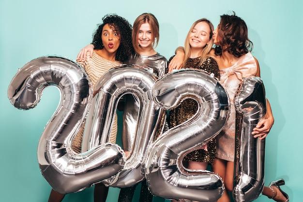 新年を祝う美しい女性。スタイリッシュで幸せなゴージャスな女性