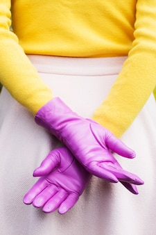 Красивые женские стильные перчатки цвета фуксии