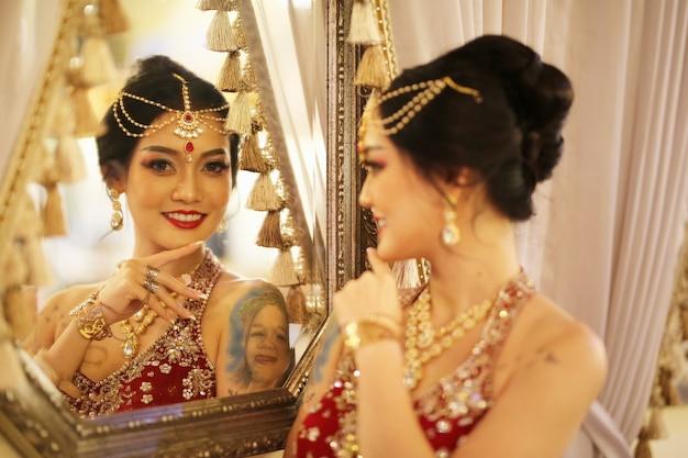 아름 다운 여성 사리 의상 초상화입니다.