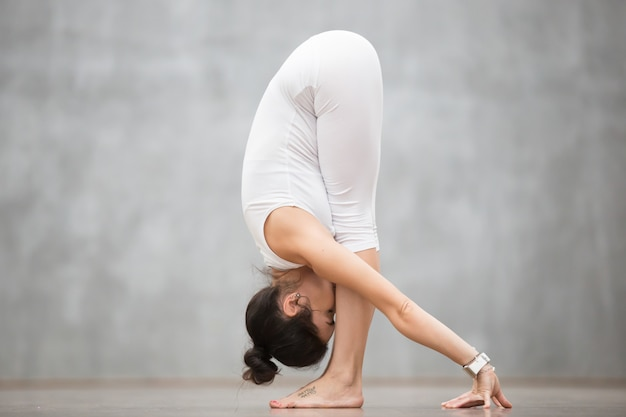Beautiful yoga: uttanasana pose