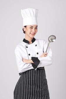 美しい若いアジアの女性シェフ。
