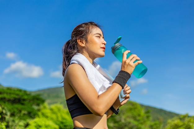 Beautiful young asian woman exercising in the morning