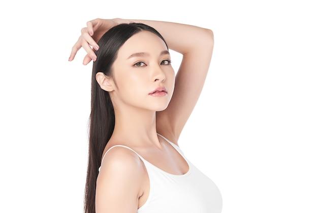 깨끗하고 신선한 피부, 얼굴 관리, 페이셜 트리트먼트, 미용 및 미용을 가진 아름 다운 젊은 아시아 여자