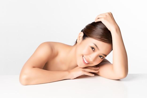 Красивая молодая азиатская женщина с чистой свежей кожей, уход за лицом, уход за лицом, косметология, красота, азиатский женский портрет
