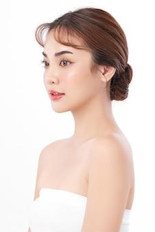 깨끗하고 신선한 피부, 얼굴 관리, 페이셜 트리트먼트, 미용, 미용, 아시아 여성 초상화와 아름 다운 젊은 아시아 여자.