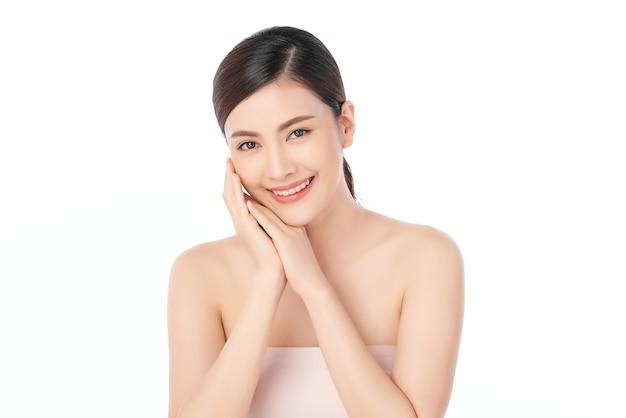清潔で新鮮な肌、フェイスケア、フェイシャルトリートメント、美容、美容の美しい若いアジアの女性。