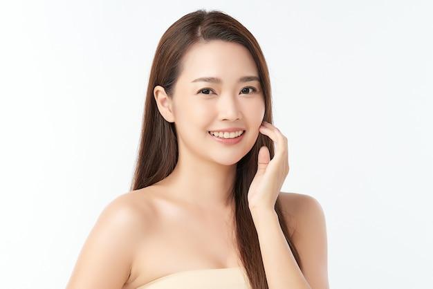 Красивая молодая азиатская женщина с чистой свежей кожей, уходом за лицом, уходом за лицом, косметологией, красотой.