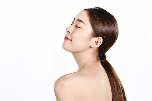 きれいな肌を持つ美しい若いアジアの女性