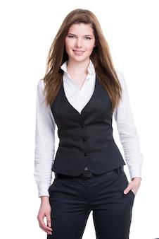 白い背景の上に立っているポケットに手を持っている美しい若い実業家。