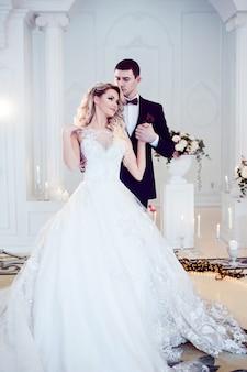 Красивая молодая пара, жених и невеста.