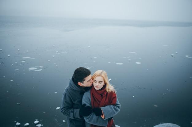 Красивая молодая счастливая пара