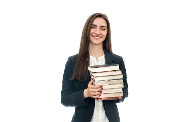 Красивая молодая женщина с изолированными книгами
