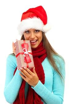 白で隔離の贈り物と美しい若い女性