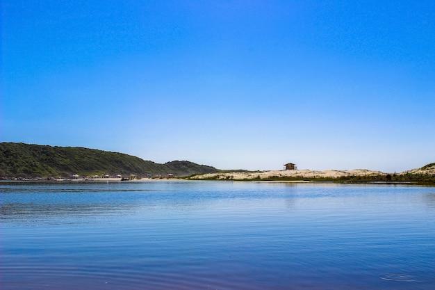 브라질의 beautifull 해변. guarda do embaú, santa catarina.