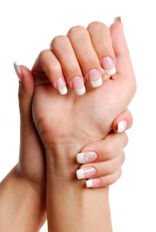 Красивая женская рука.